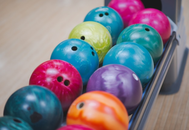 Rij van bowlingballen