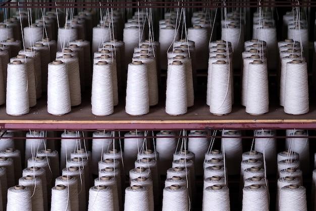 Rij van de textieldradenindustrie.