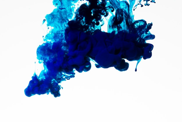 Rijk blauw gekleurd inktdruppeltje
