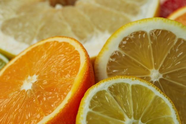 Rijpe citrus op hele achtergrond, close-up