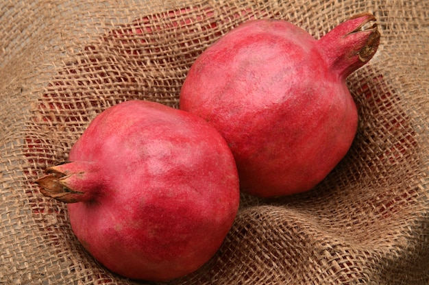 Rijpe granaatappels van het seizoen