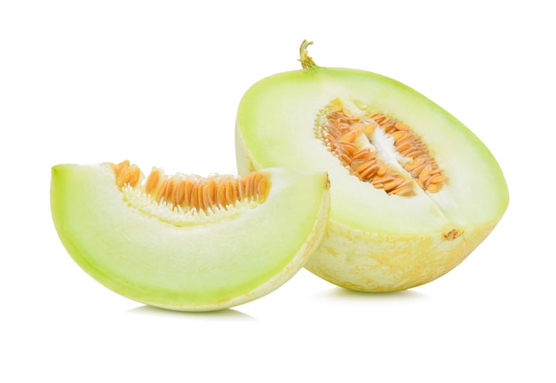 Rijpe kantaloepmeloen op wit