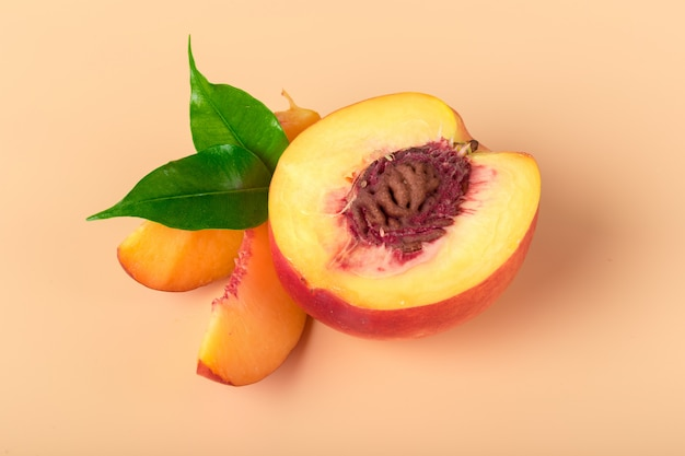 Rijpe perzikfruitplak
