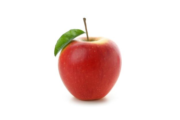 Rijpe rode appel geïsoleerd op een witte achtergrond