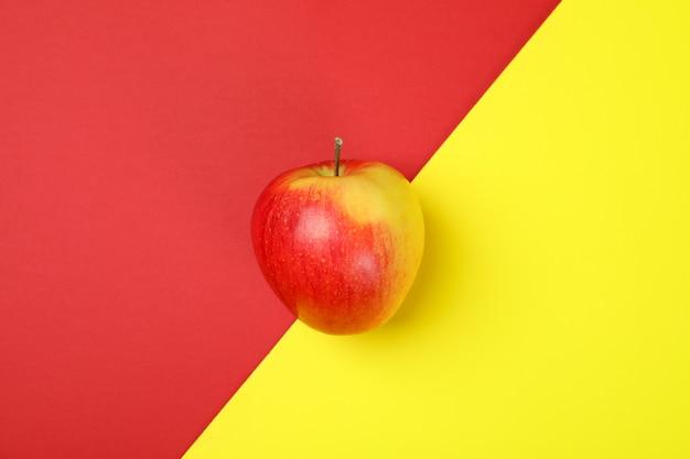 Rijpe rode appel op two tone