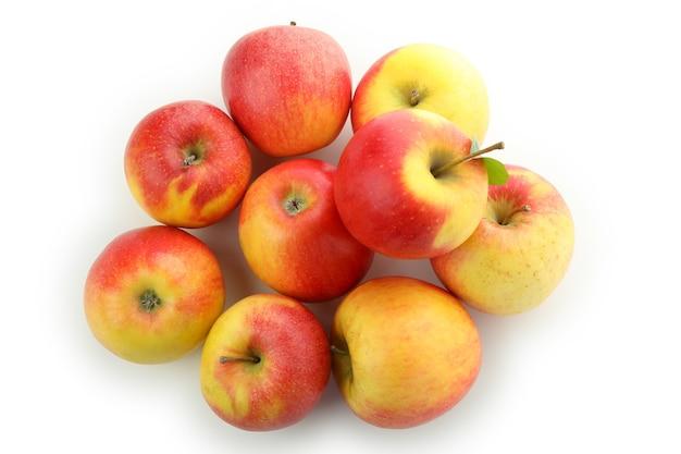 Rijpe rode appels geïsoleerd op witte achtergrond