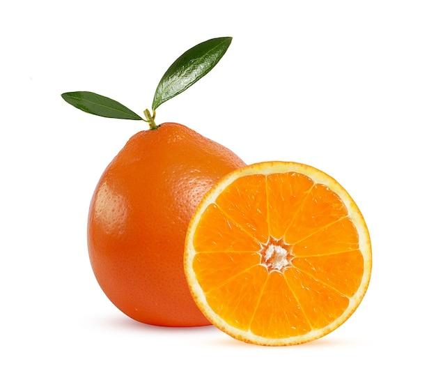 Rijpe sappige mandarijn met groene folders