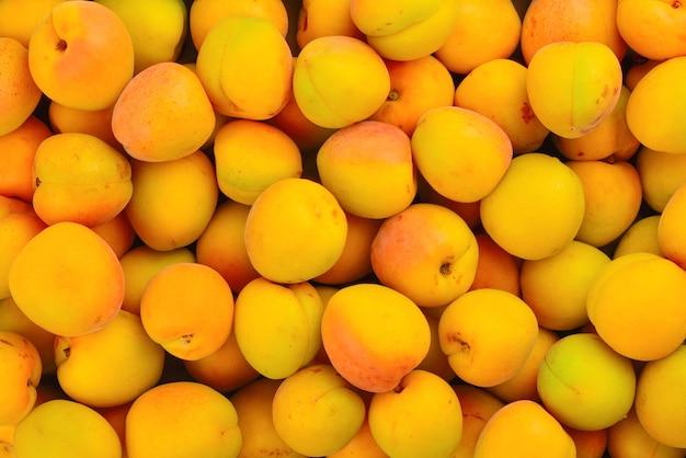 Rijpe sappige oranje abrikozen fruit achtergrond.
