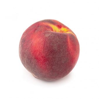 Rijpe verse perziken die op witte achtergrond worden geïsoleerd.