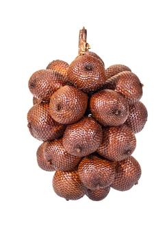 Rijpe vrucht van de lychee geïsoleerd op een witte achtergrond