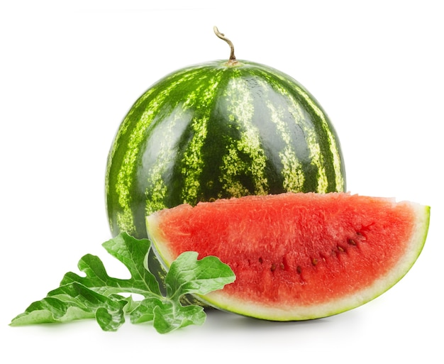 Rijpe zoete watermeloen geïsoleerd op wit