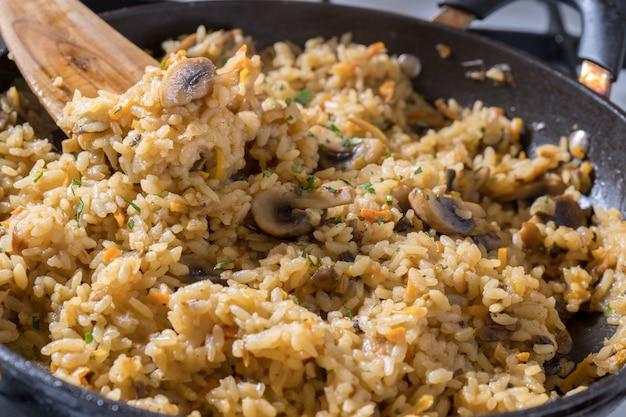Rijst met champignons en wortel