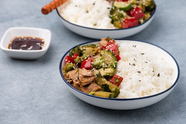 Rijst met groenten roergebakken
