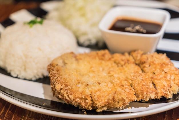 Rijst met pork cutlet tonkatsu