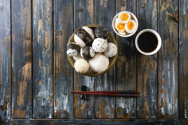 Rijstballen en eieren