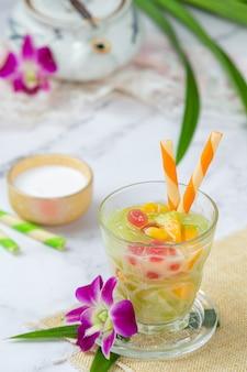 Rijstmeelgelei in zoete kokosmelk.