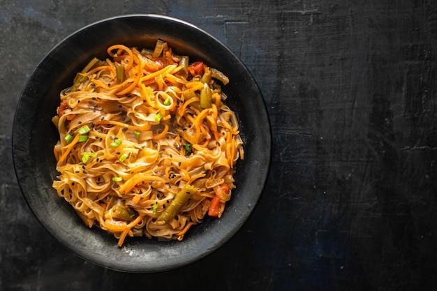 Rijstnoedels wok groenten sojasaus soep pho pho bo pad thai funchose