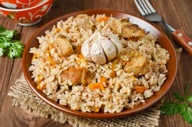 Rijstpilau met vlees en groenten