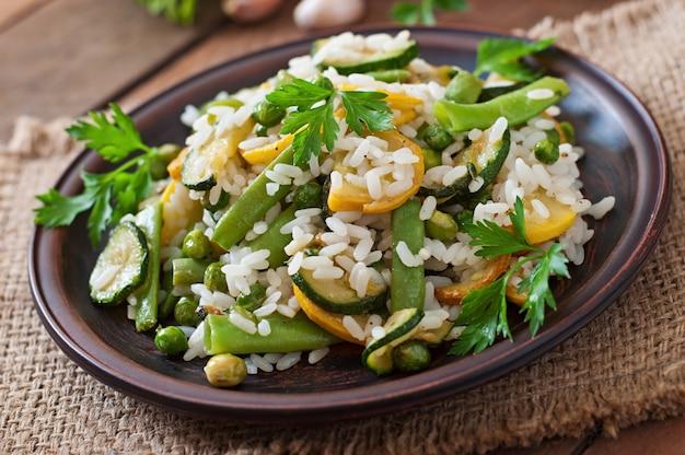 Risotto met asperges, courgette en groene erwten