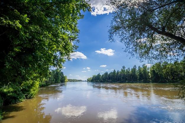 Rivier drava in het nationale park van donau drava in hongarije
