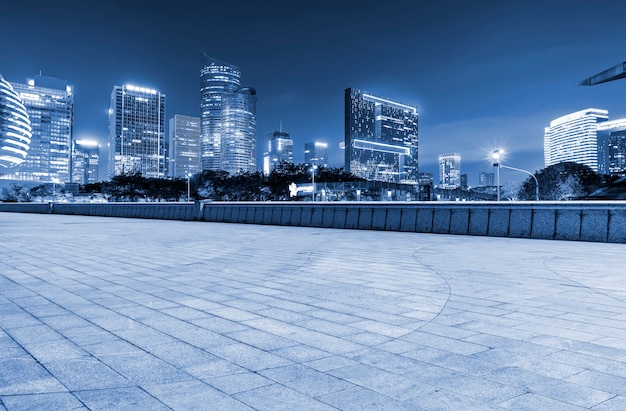 Road ground en urban modern architectural landscape skyline