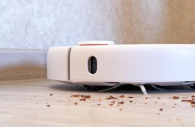 Robotstofzuiger verwijdert broodkruimels