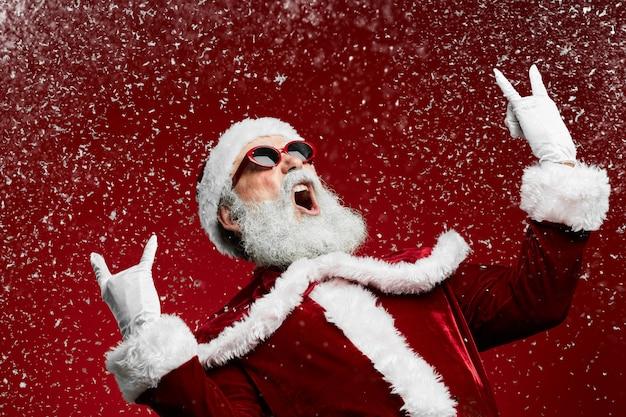 Rock santa claus op rood