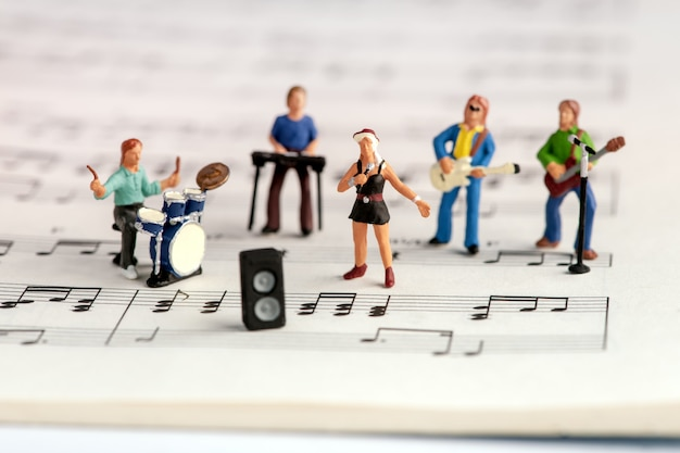 Rockband miniatuurmensen