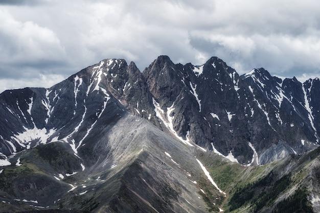 Rocky mountains in colorado met sneeuw