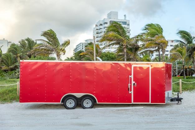 Rode aanhangwagen