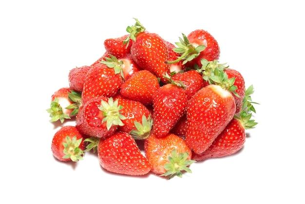 Rode aardbeien geïsoleerd