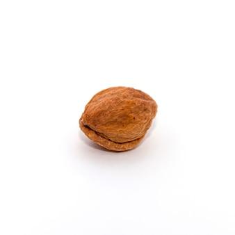 Rode abrikoos op een witte achtergrond
