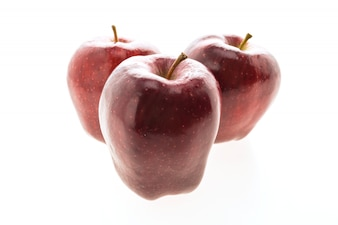 Rode appel die op witte achtergrond wordt geïsoleerd