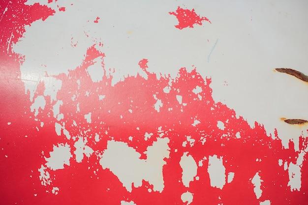 Rode armoedige metalen muur met een oude verf olie textuur