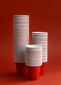 Rode bekers arrangement