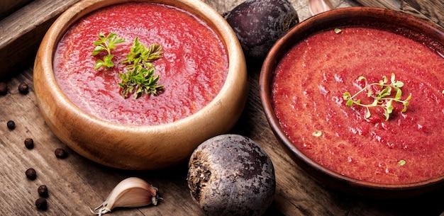 Rode biet romige soep