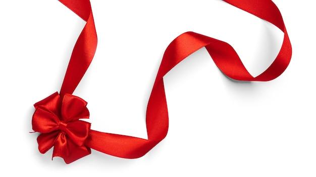 Rode boog en lint op een witte achtergrond