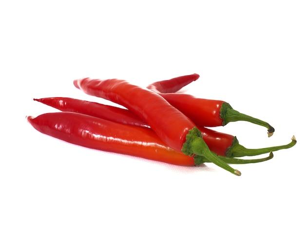 Rode chili op een witte achtergrond