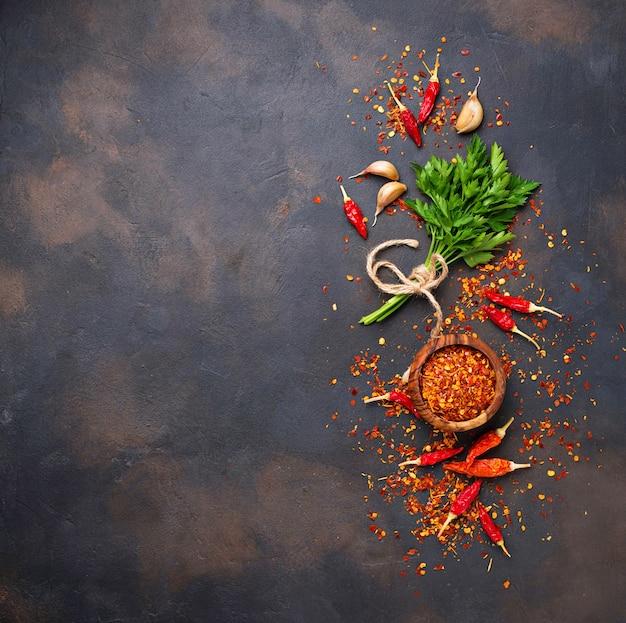 Rode chili pepers, knoflook en peterselie