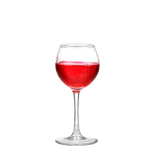 Rode cocktail met sinaasappel op witte achtergrond