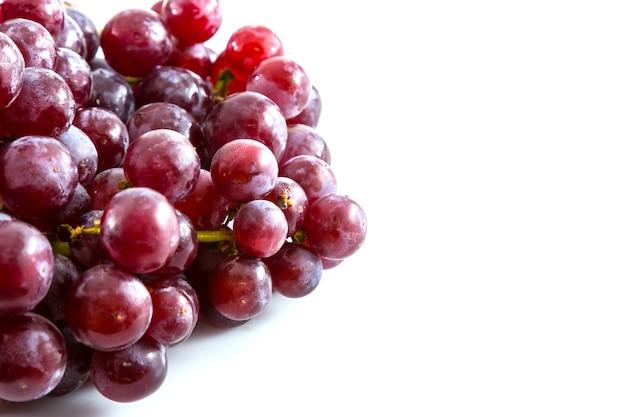 Rode druif op witte achtergrond, fruit