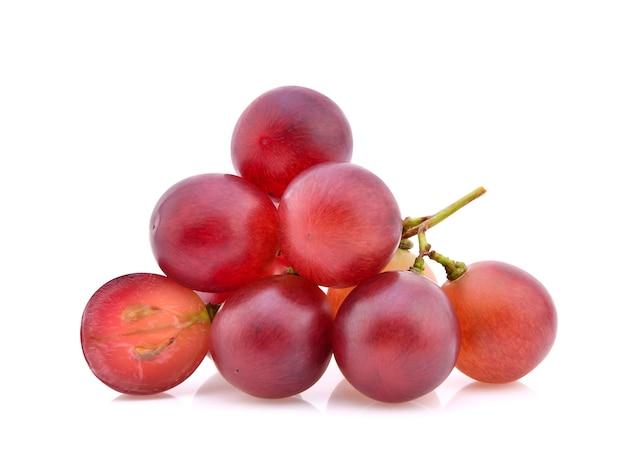 Rode druiven geïsoleerd op een witte achtergrond.