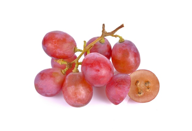 Rode druiven op een witte ondergrond