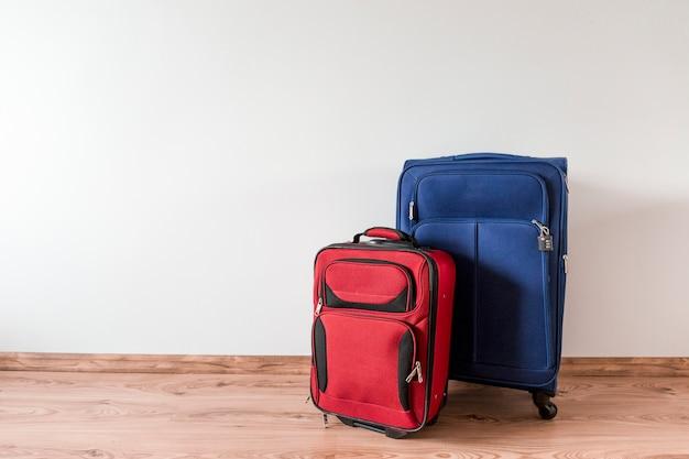 Rode en blauwe koffers