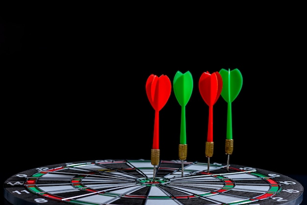 Rode en groene pijlpijl die doelcentrum raakt