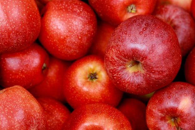 Rode fuji-appels. bovenaanzicht. detailopname.