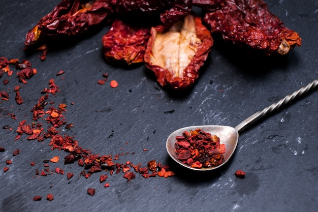 Rode gedroogde plakjes tomaat