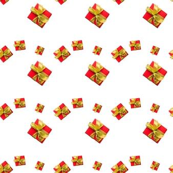 Rode geschenkdozen gebonden met gouden lint op witte achtergrond naadloze patroon