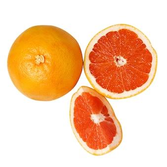 Rode grapefruits op het wit