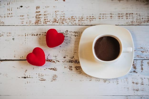 Rode harten en een kopje koffie